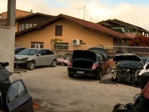 Desmanche funcionava em bairro de Joinville (Foto: Reprodução RBS TV)