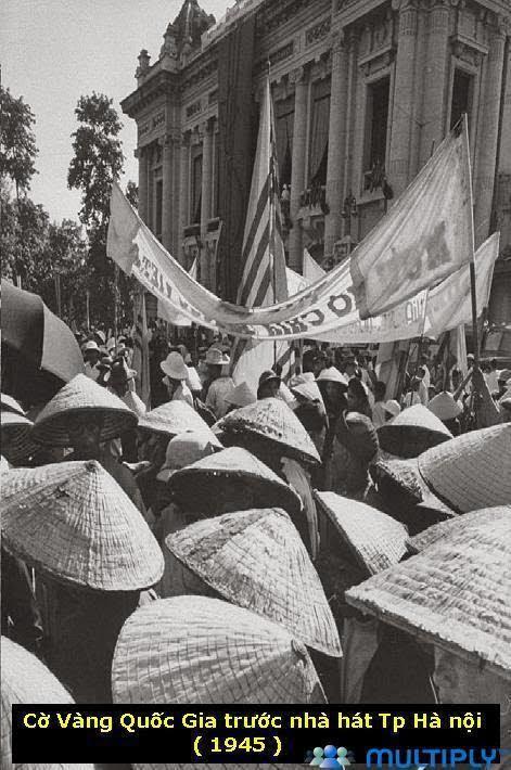 Buổi Mít-tinh của Tổng Đoàn Công Chức chào mừng chính phủ Trần Trọng Kim ngày 17 tháng 8,1945. Và Cờ vàng quốc gia trước nhà hát tp Hà Nội (1945)