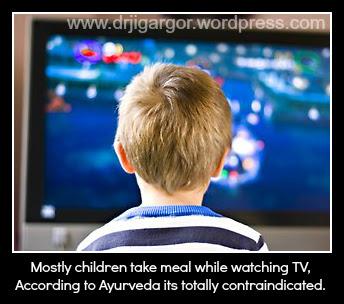 153159-child-watching-tv
