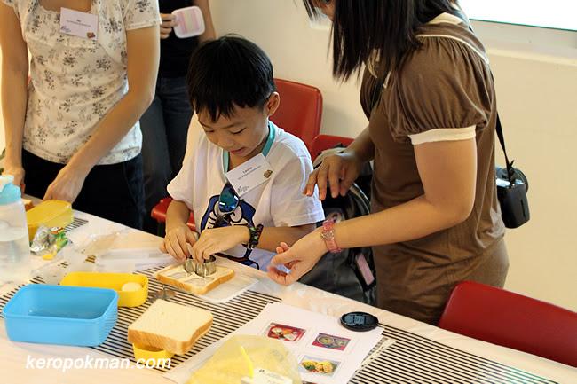 Kids making their own bentos
