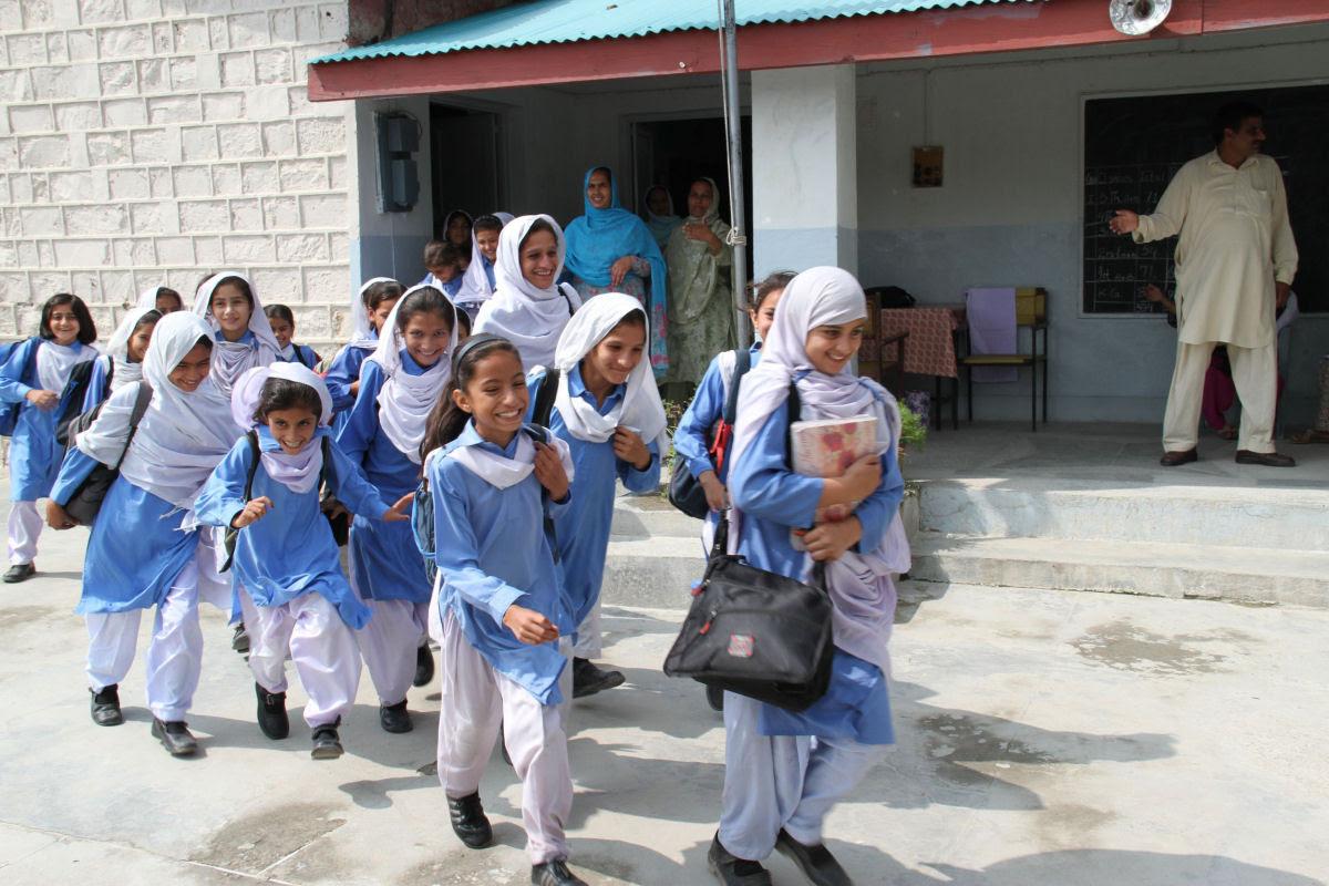 Como são os uniformes escolares em alguns países ao redor do mundo 27