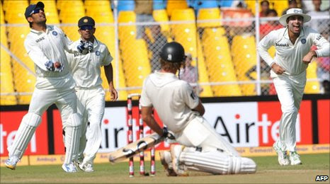 Mahendra Dhoni dismisses Tim McIntosh