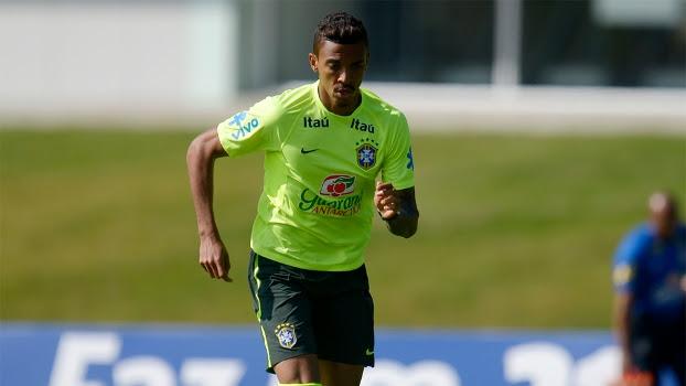 O volante Luiz Gustavo volta a equipe após cumprir suspensão
