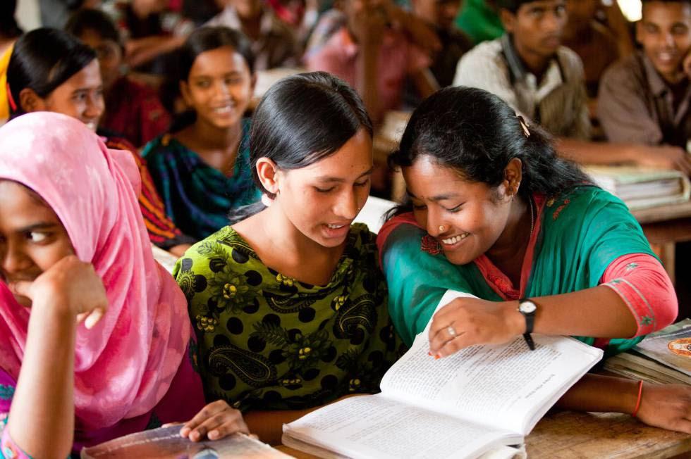 """""""Educar a las comunidades más vulnerables no solo las beneficia a ellas mismas, además tiene un impacto general"""", comenta la autora sobre esta imagen de Bangladesh."""