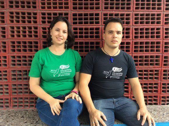 La joven socióloga Roselid Morales González y el informático Adonys López Gómez. Foto: María del Carmen Ramón/ Cubadebate.