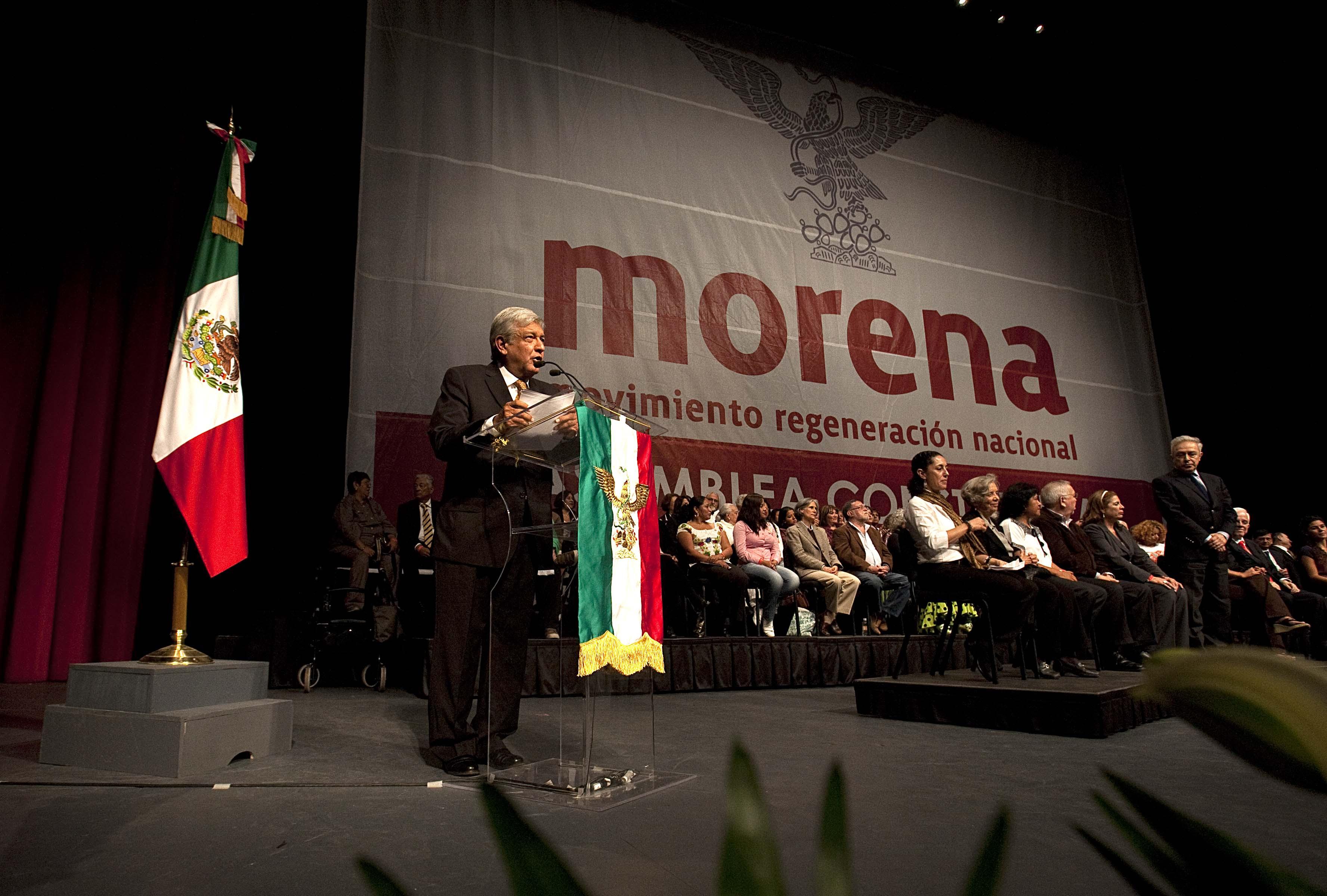 Andrés Manuel López Obrador durante la fundación de Morena en octubre de 2011. Foto: Germán Canseco