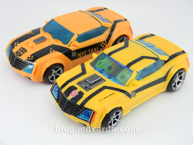 Transformers Bumblebee Deluxe - Prime First Edition - modo alterno vs NYCC