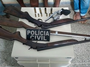 Armas apreendidas com suspeitos de assassinato na Bahia (Foto: Divulgação / Polícia Civil)