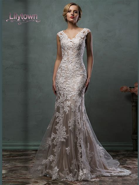 2016 Wedding Dresses Cap Sleeves V Neck Lace Embroidery