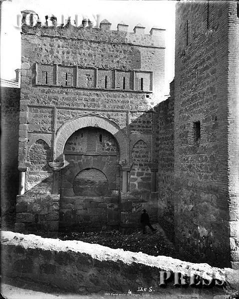 Puerta Vieja de Bisagra en Toledo hacia 1875-80. © Léon et Lévy / Cordon Press - Roger-Viollet