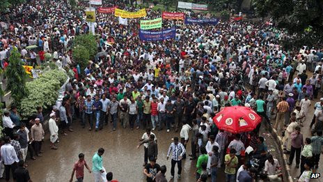 Bangladesh opposition demonstration on October 25, 2013. There will be a three-day general strike against the government. by Pan-African News Wire File Photos