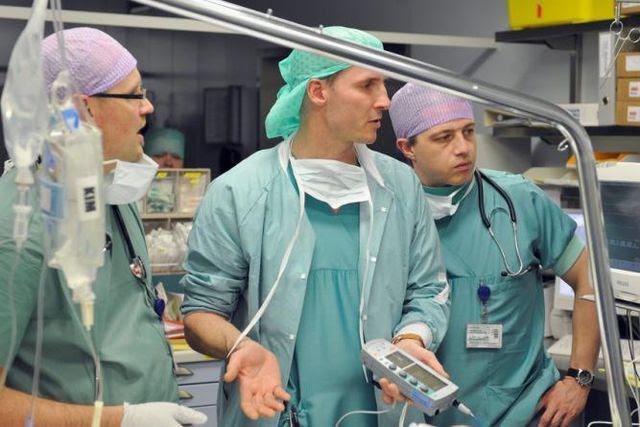 Die Politik gibt Gegensteuer: Anästhesieärzte aus der Schweiz, Deutschland und Belgien (von links).
