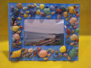 Kids Craft A Picture Frame From Sea Shells