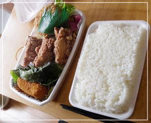 「ほっかほっか大将亭」の、こちらはだんなの「からメンチ弁当」、カニコロッケを追加で1個。