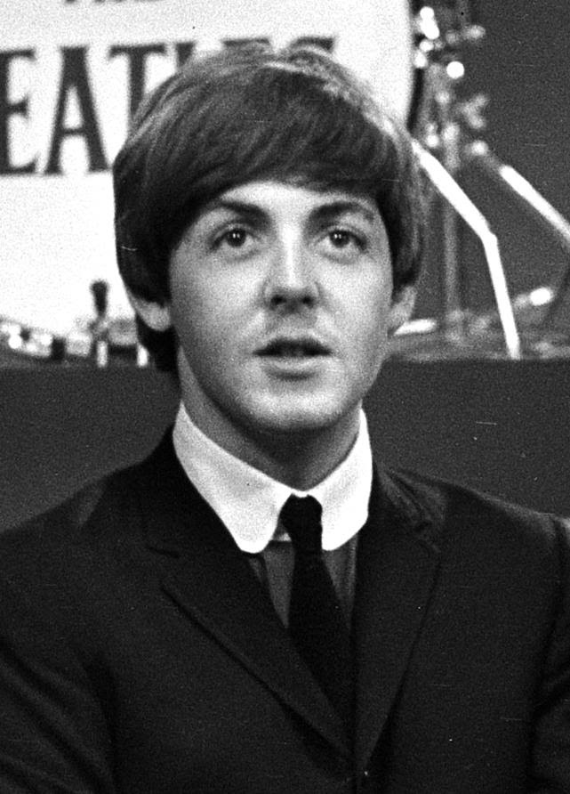 https://upload.wikimedia.org/wikipedia/commons/0/00/Paul_McCartney_Headshot_%28cropped%29.jpg