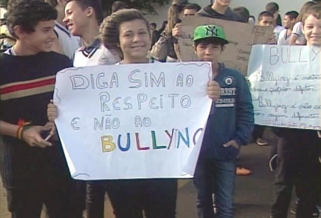 Passeata Ituiutaba (Foto: Reprodução/TV Integração)