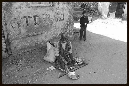 Khuda bhi aasmaan se jab zameen par dekhta hogaa in garibon  ko kisne banaaya sochta hoga by firoze shakir photographerno1