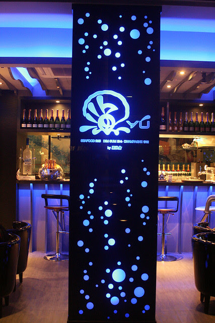 Yú Champagne Bar is on the Marina Bay Sands waterfront promenade