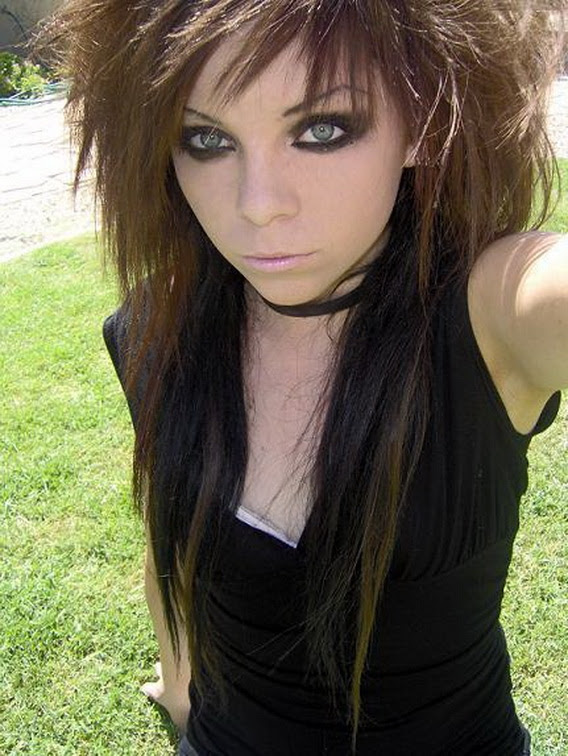 Emo Girls Hairstyles For Brown Medium Hair : 16 Emo Hairstyles For ...