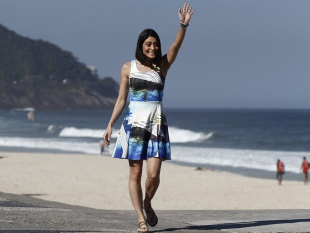 Carol Castro acena para Angélica durante gravação do Estrelas (Foto: Estrelas/TV Globo)
