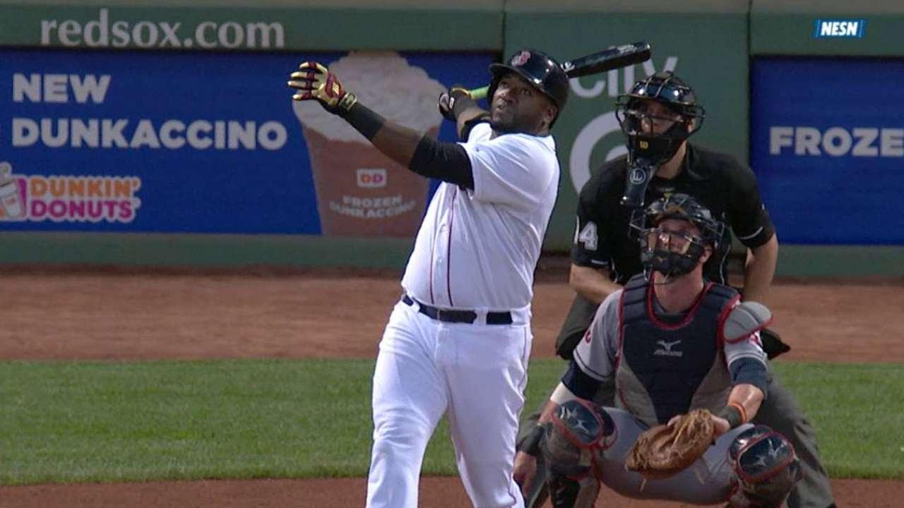 David Ortiz se une a fiesta de jonrones al ganar Boston