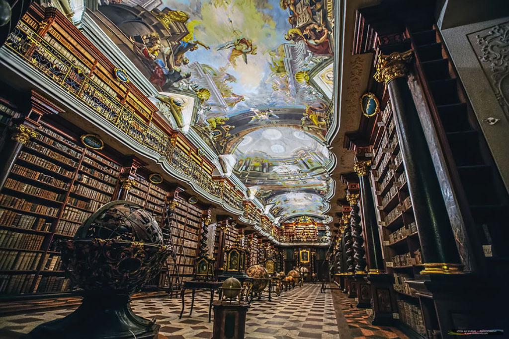 A mais bela biblioteca do mundo fica em Praga 03