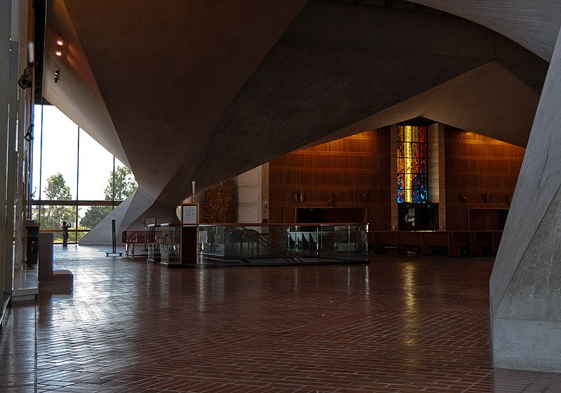 File:2010Jun14-CathedralOfStMaryOfTheAssumption-SanFrancisco-Pillars.jpg