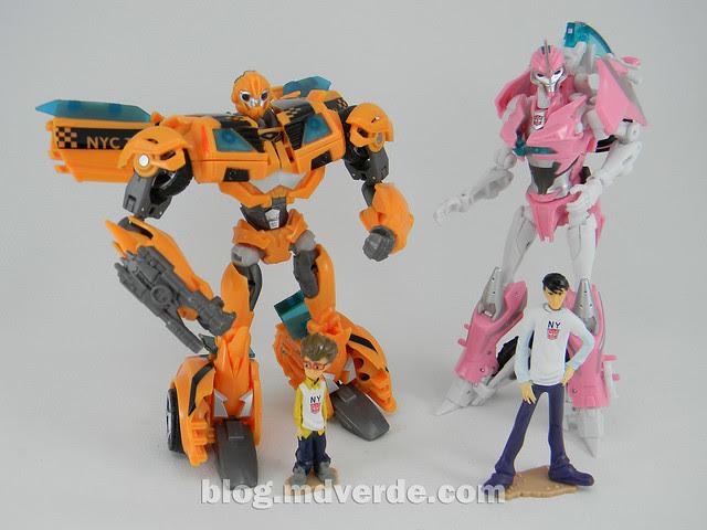 Transformers Bumblebee Deluxe - Transformers Prime - modo robot vs Arcee