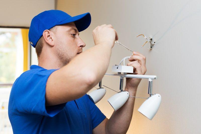 5 conseils pour choisir les services électriques