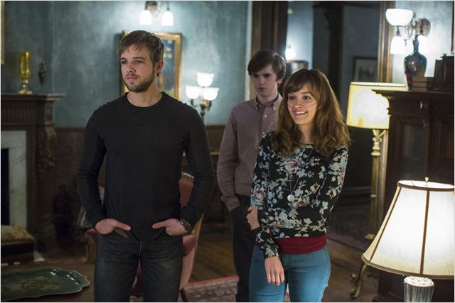 Photo Freddie Highmore, Max Thieriot, Olivia Cooke