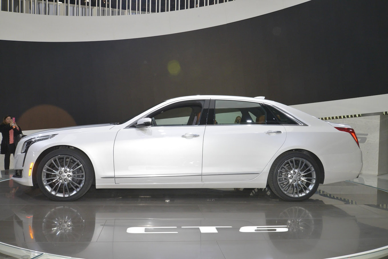 2016 Cadillac CT6 First Look - Motor Trend