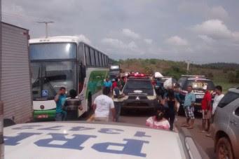 Moradores de Vargem Grande realizam manifestação na BR 222