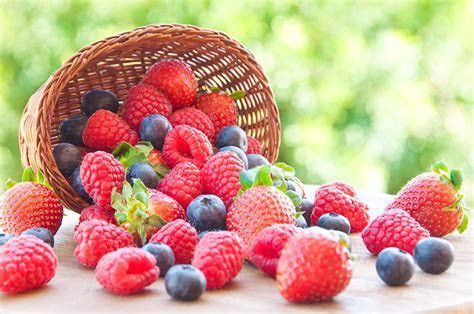 Wallpaper Raspberry Strawberry Blueberries Wicker basket