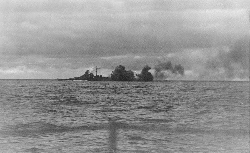 File:Bundesarchiv Bild 146-1968-015-25, Schlachtschiff Bismarck, Seegefecht.jpg