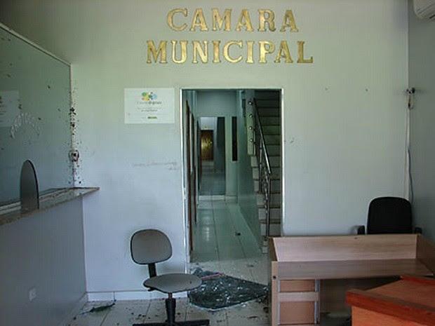 Câmara da cidade foi invadida (Foto: Arquivo Pessoal)