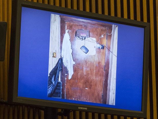 Alarmes instalados na porta da frente para evitar a fuga das três mulheres (Foto: Angelo Merendino/Getty Images/AFP)