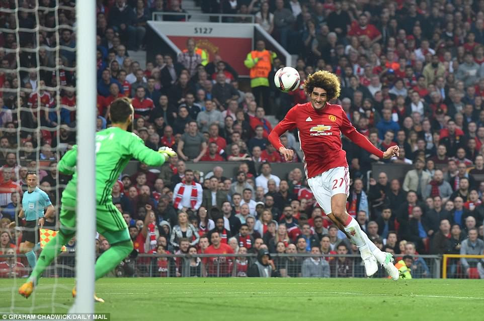 Belgian midfielder Fellaini (right) heads past Celta Vigo goalkeeper Sergio Alvarez (left) to open the scoring