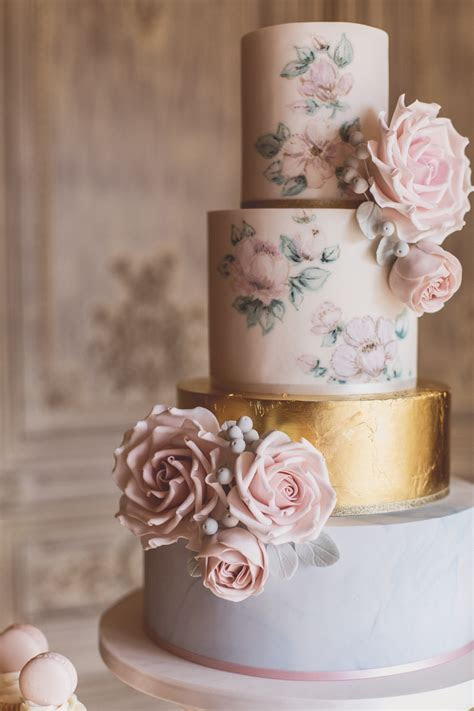 The Biggest Wedding Cake Trends for 2018   weddingsonline