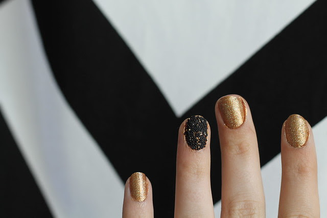 How to do a caviar manicure