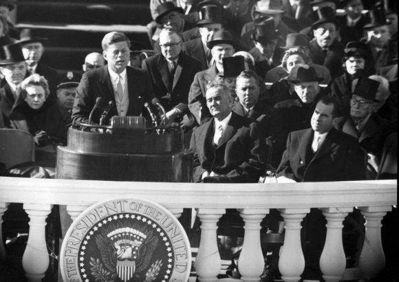 John F. Kennedy, 35º presidente de Estados Unidos en una imagen durante su discurso de toma de posesión en Washington el 20 de enero de 1961