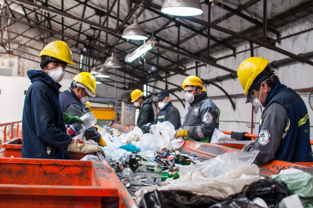 The El Alamo green centre, one of the waste separation facilities in Buenos Aires. Recycling was the basis of an ambitious and unsuccessful waste reduction plan, created by law in 2005. Credit: Greenpeace Argentina