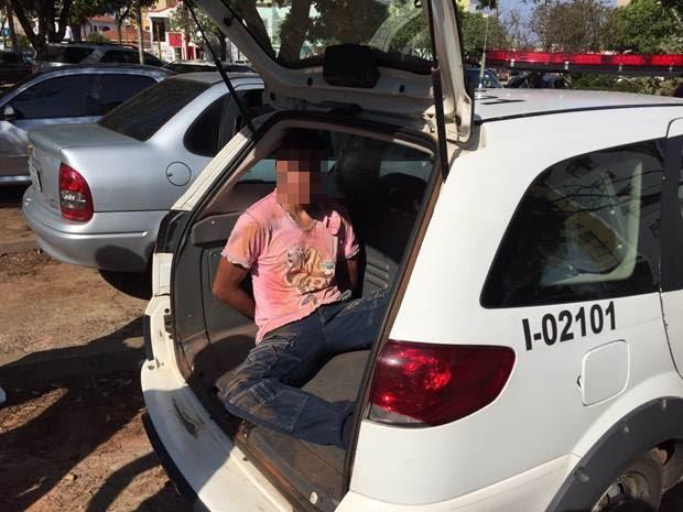 Suspeito foi preso depois de perseguição com a polícia (Foto: Eduardo Fonseca/TV TEM)