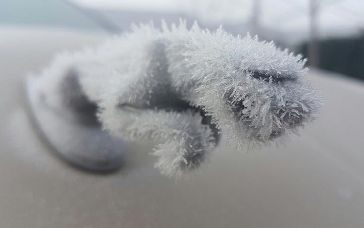 Όταν ο πάγος δημιουργεί απίστευτη τέχνη πάνω σε αυτοκίνητα (1)