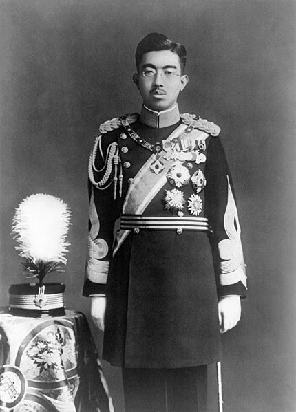 Archivo:Hirohito in dress uniform.jpg