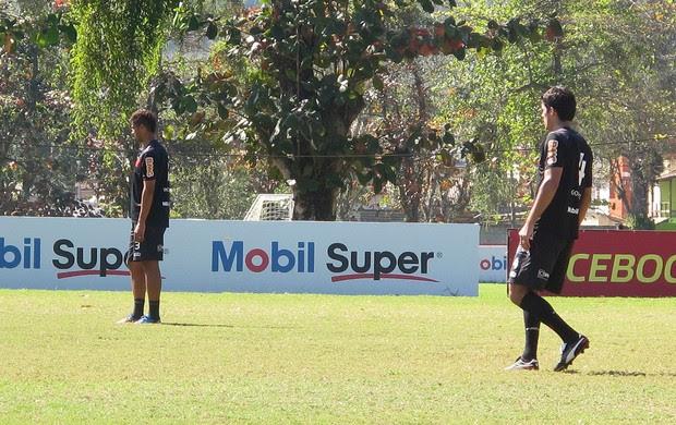 González e Welinton Flamengo treino (Foto: Richard Souza / Globoesporte.com)