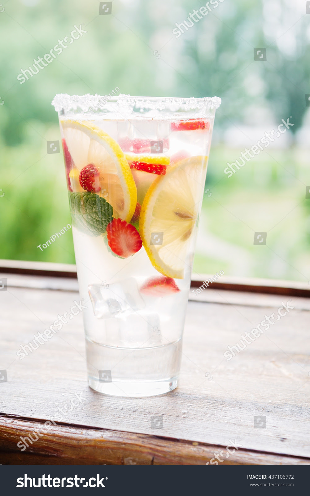 TorriPhoto,  background, berry, beverage, citric, citrus, cocktail, cold, cool, detox, drink, focus, food, fresh, fruit, glass, green, healthy, homemade, ice, ingredient, juice, juicy, leaf, lemon, lemonade, light, liquid, mint, natural, object, portion, punch, red, refreshing, refreshment, sangria, shallow, slice, soda, sour, strawberry, sugar, summer, sweet, tall, transparent, tropical, vitamin, water, windowsill, yellow
