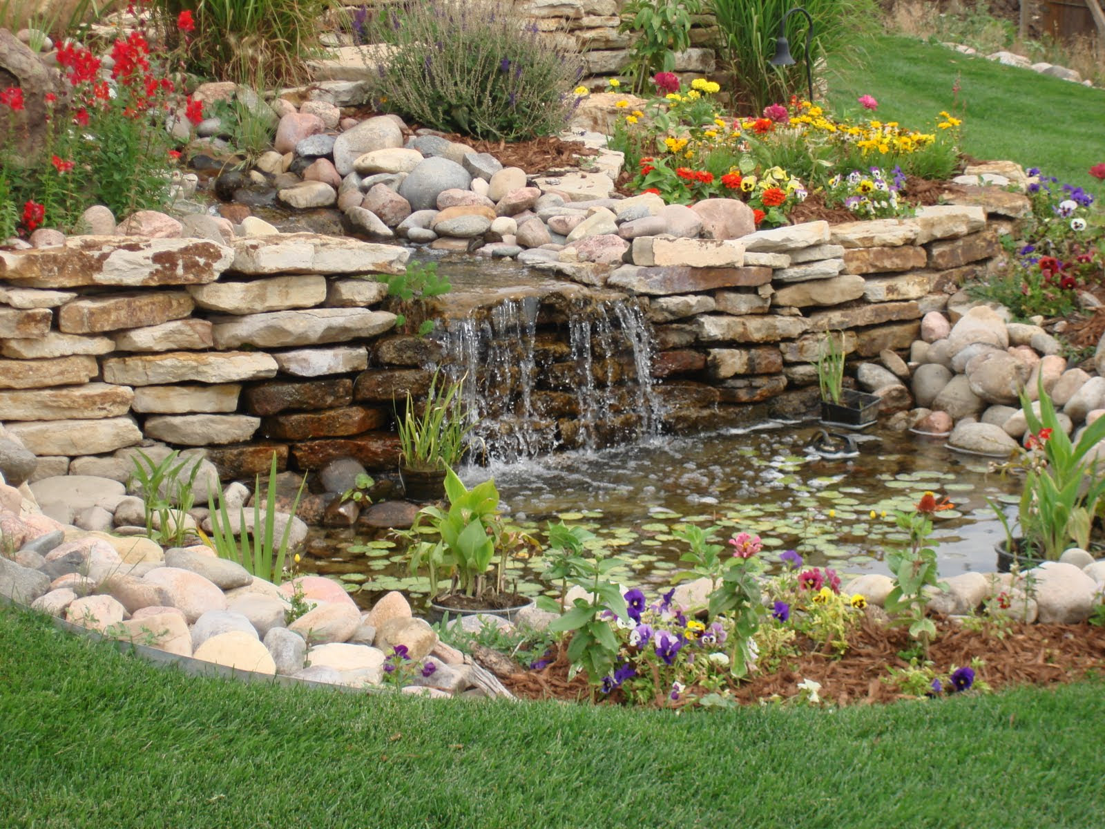 Small backyard water features modern diy art designs for Garden pond water features