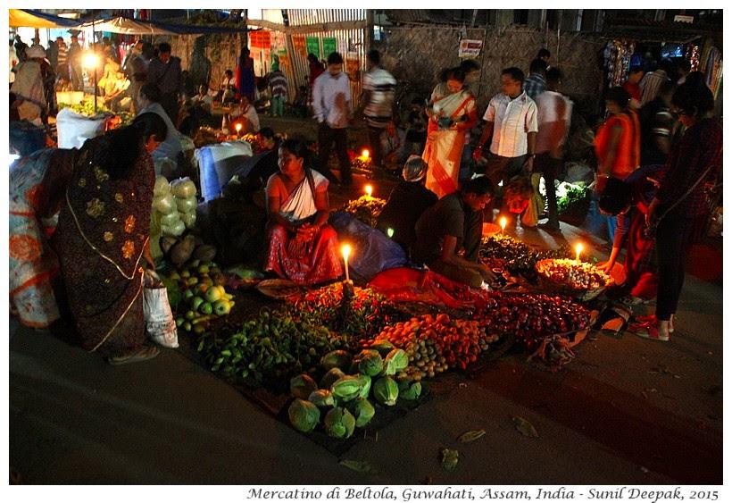 Sera al mercato dei contadini Guwahati - Immagini di Sunil Deepak