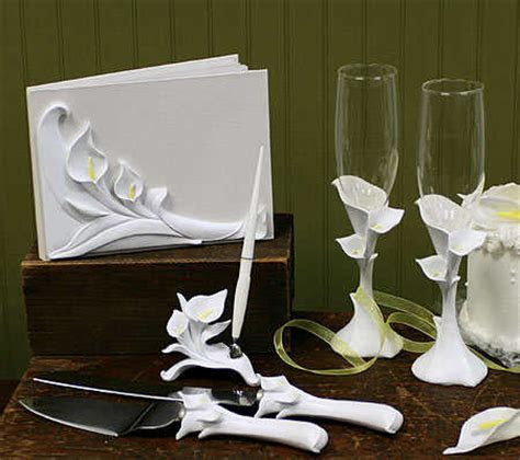 dalias blog  floral bridal bouquet deep plum satin