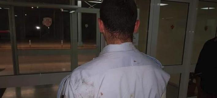 «Φοβήθηκα ότι θα μας πάρουν το περιπολικό», λέει ο αστυνομικός που χτύπησαν οι Ρομά
